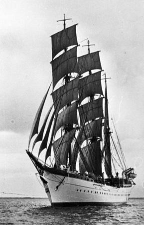 Тренировочное военное судно «Хорст Вессель»