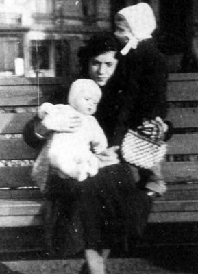 Ирма Эклер с ее дочерьми
