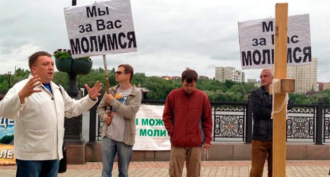 Молитва в центре Донецка