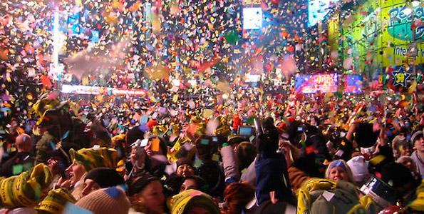 Участники празднования Нового Года на Таймс-сквер оставили после себя горы мусора.